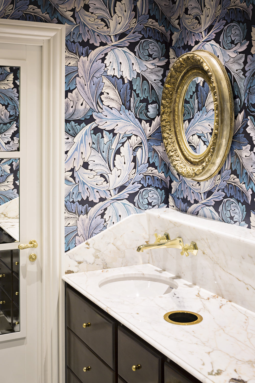 Salle de Bain Plan vasque avec crédence breccia capraia Omni Marbres hôtel Relais Christine