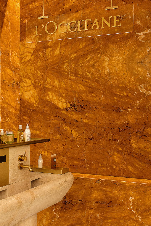 fontiane cascade marbre jaune de sienne Pierre Hermé & L'Occitane Omni Marbres