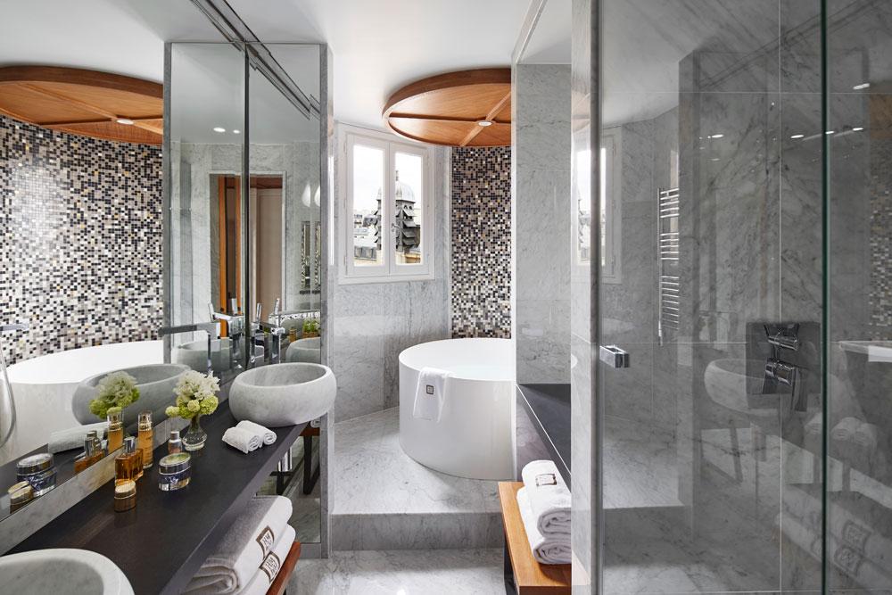 Salle de Bain vasque dallage mur marbre blanc de carrare Hôtel Montalembert Omni Marbres