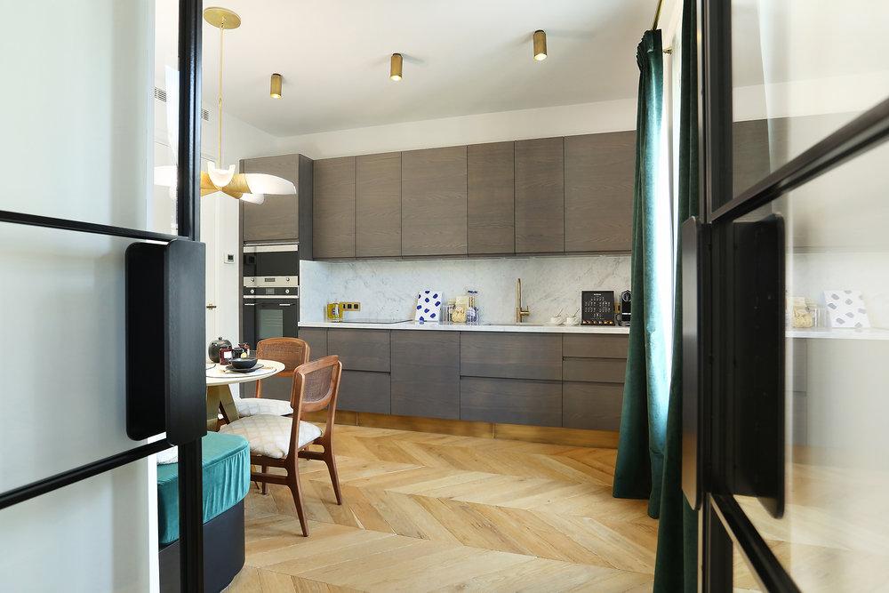 plan de travail credence marbre blanc de carrare cuisine Appartement Parisien Omni Marbres
