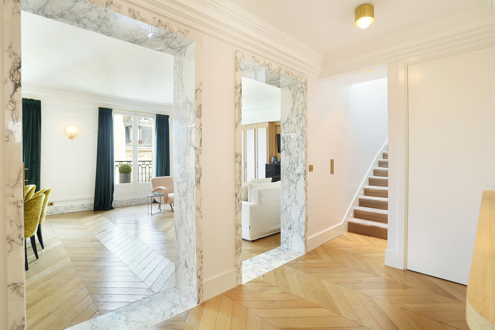 Encadrement passage arche seuil Marbre Arabescato Appartement Parisien Omni Marbres