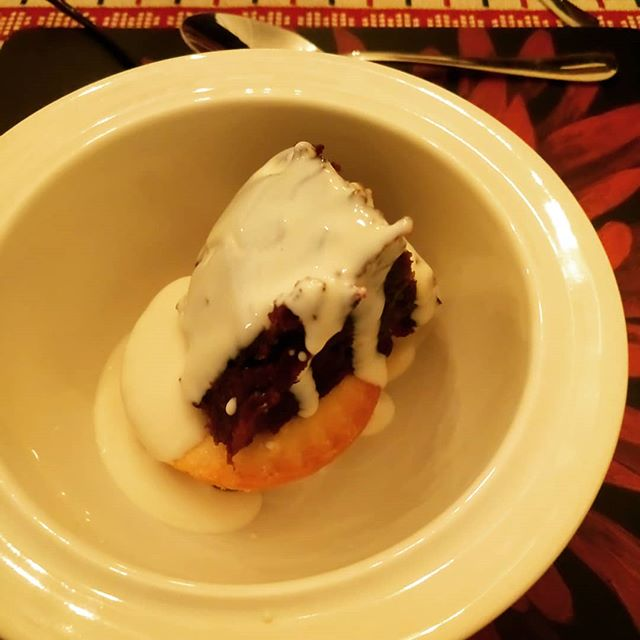 Did you notice the hidden salted caramel mince pie under the Christmas pudding with brandy cream? Yummy 😋!!