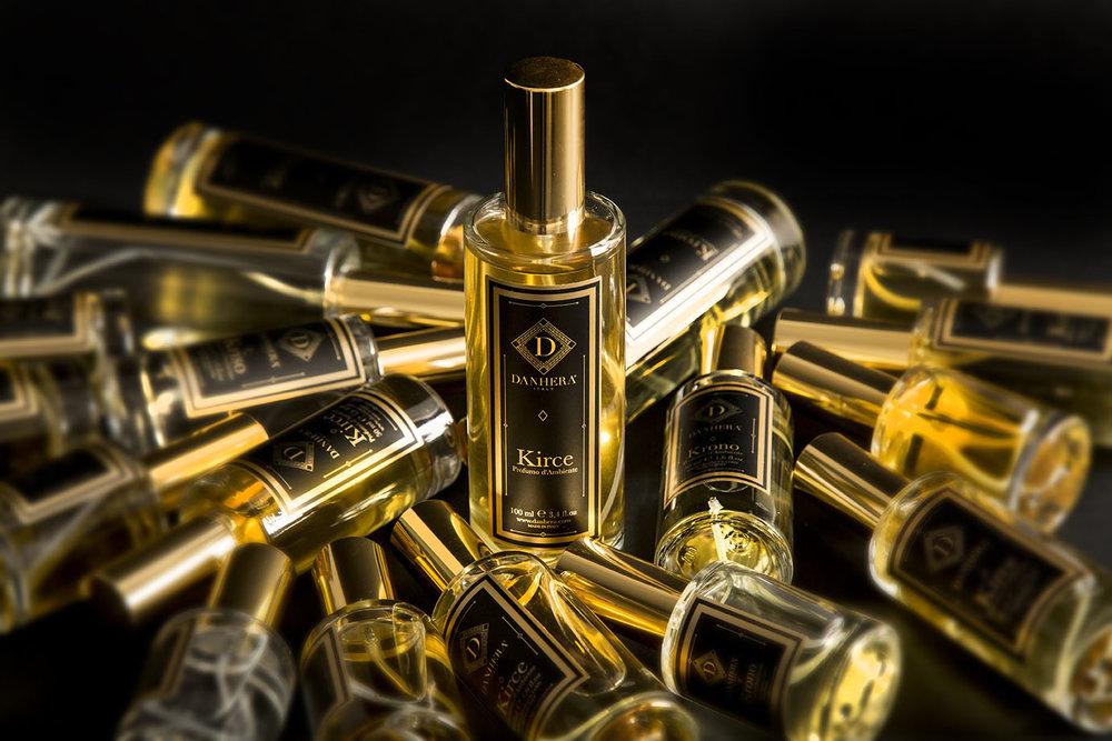 Black Collection - Les parfums du mystère, de la passion.Les plaisirs intenses, presque inavouables.La magie du feu, contenue dans un bijou.