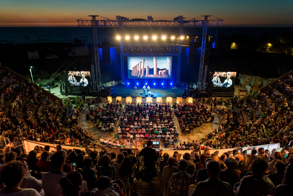 In April 2011, David held the first mass evangelism in Israel since the days of Christ and the Apostles, leading to 4000 Russian Jews hearing in the Gospel in the amphitheatre in Caesarea 2016.