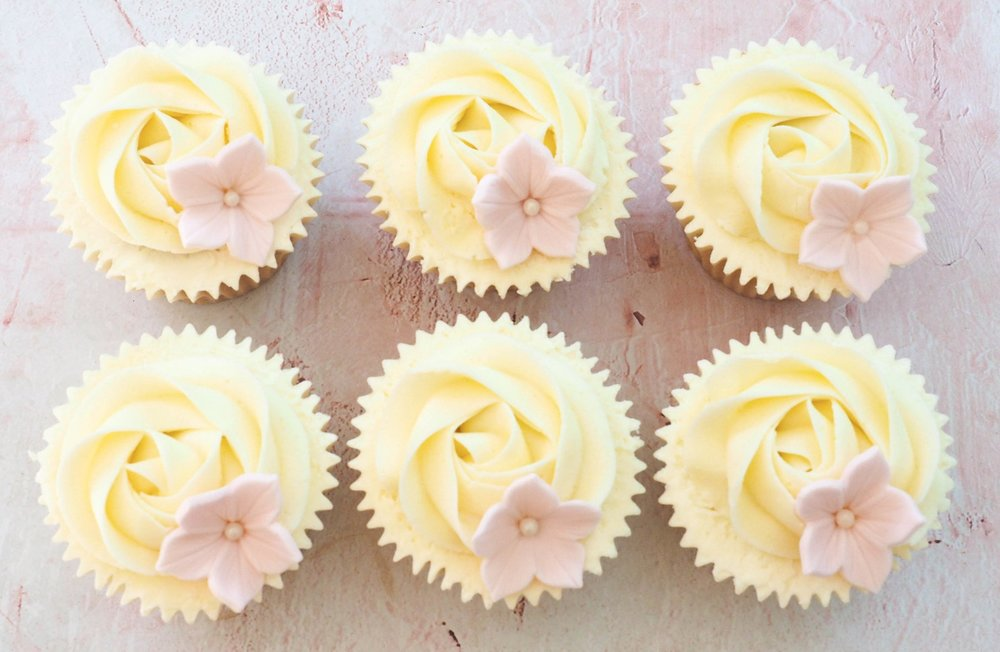Rose Swirl Cupcakes With Large Flower Topper Pink Aubergine Cupcakes