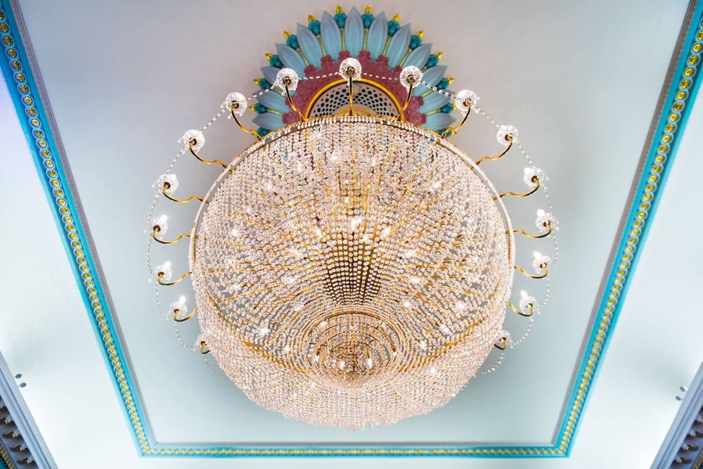 nash-chandelier-closeup-min.jpg