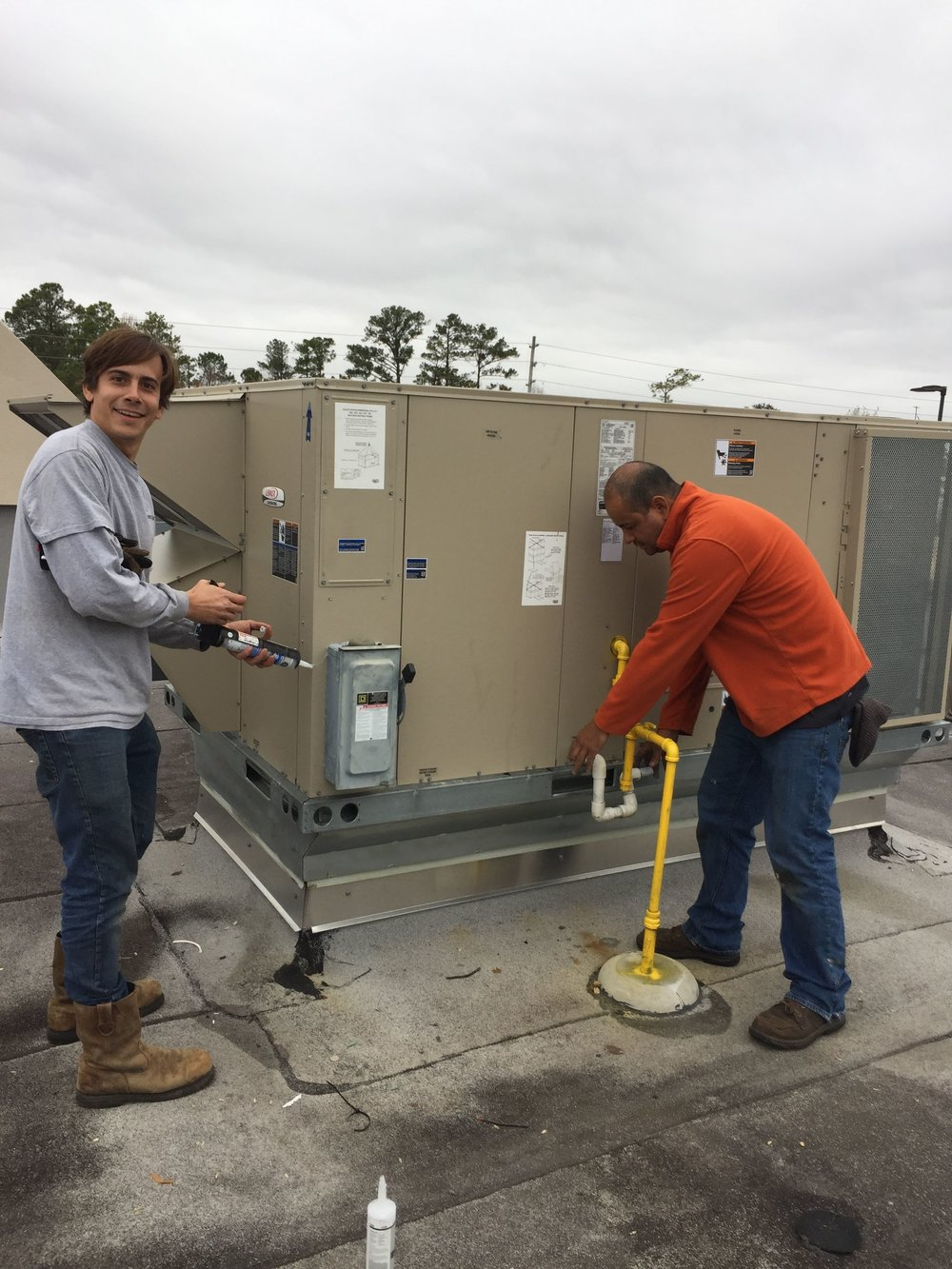 Rooftop Commercial HVAC working on Unit Jacksonville nc.jpg