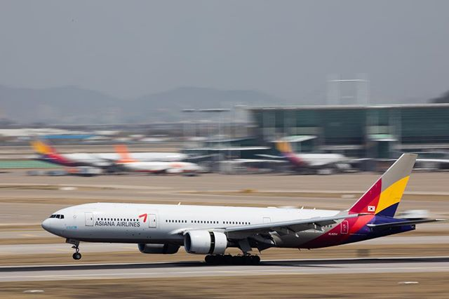 Who gonna be the next owner of Asiana Airlines? #onassignment @bloombergbusiness #asianaairlines #airplane #plane #incheonairport #korea #southkorea #panningshot #canon #아시아나항공 #비행기 #인천공항 #패닝샷 #캐논