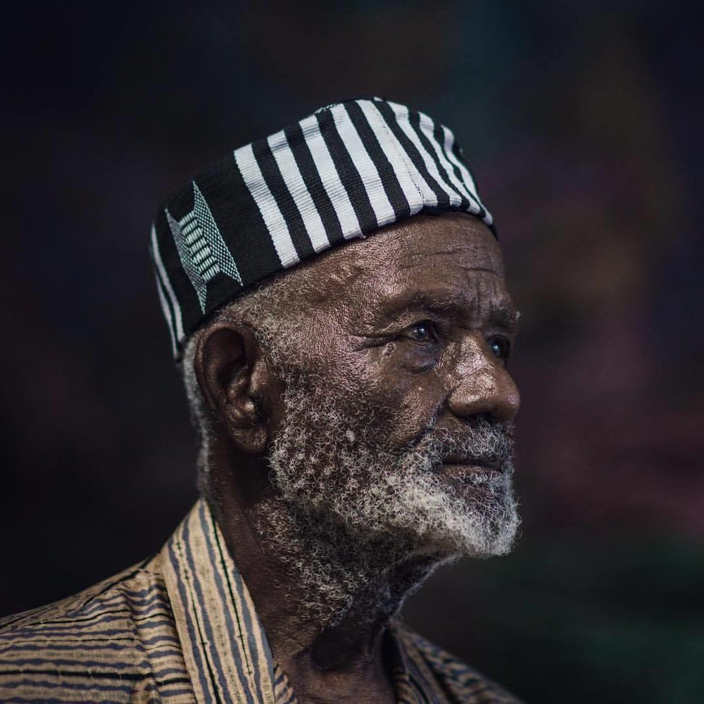 James Barnor - Born in 1929 in Ghana, James Barnor experienced first-hand his country's independence as well as the formation of the diaspora to London in the 1960s. In the early 1950s, he opened his famous Ever Young studio in Accra, where he immortalised a nation craving modernity and independence in an ambiance that was animated by conversation and highlife music. He was the first photo-journalist to collaborate with the Daily Graphic, a newspaper published in Ghana by the London Daily Mirror Group. In 1959, James Barnor left for London. Towards the end of the 1960s he was recruited by Agfa-Gevaert and returned to Ghana to set up the country's first colour laboratory. There he stayed for the next 20 years, working in his new X23 studio as an independent photographer and for a handful of State agencies in Accra. Today, James Barnor lives in the UK devoting most of his time to his work, in a spirit of transmission.