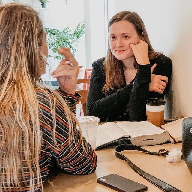Perfect place to meet with a friend... or alone... or just to stop in for some incredible coffee 😁 happy Monday! . . . . atxcoffee #thirdwavecoffee #atxeats #atxlife #atx #austincoffee #austintx #atxfall #atxlove #wintermenu #latte @djchloe  @isabeldayton