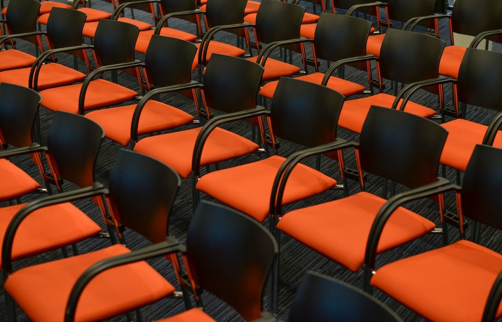 seats-orange-congress-empty-722708.jpg