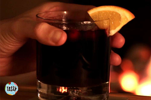 Cranberry and Orange Mulled Wine.png