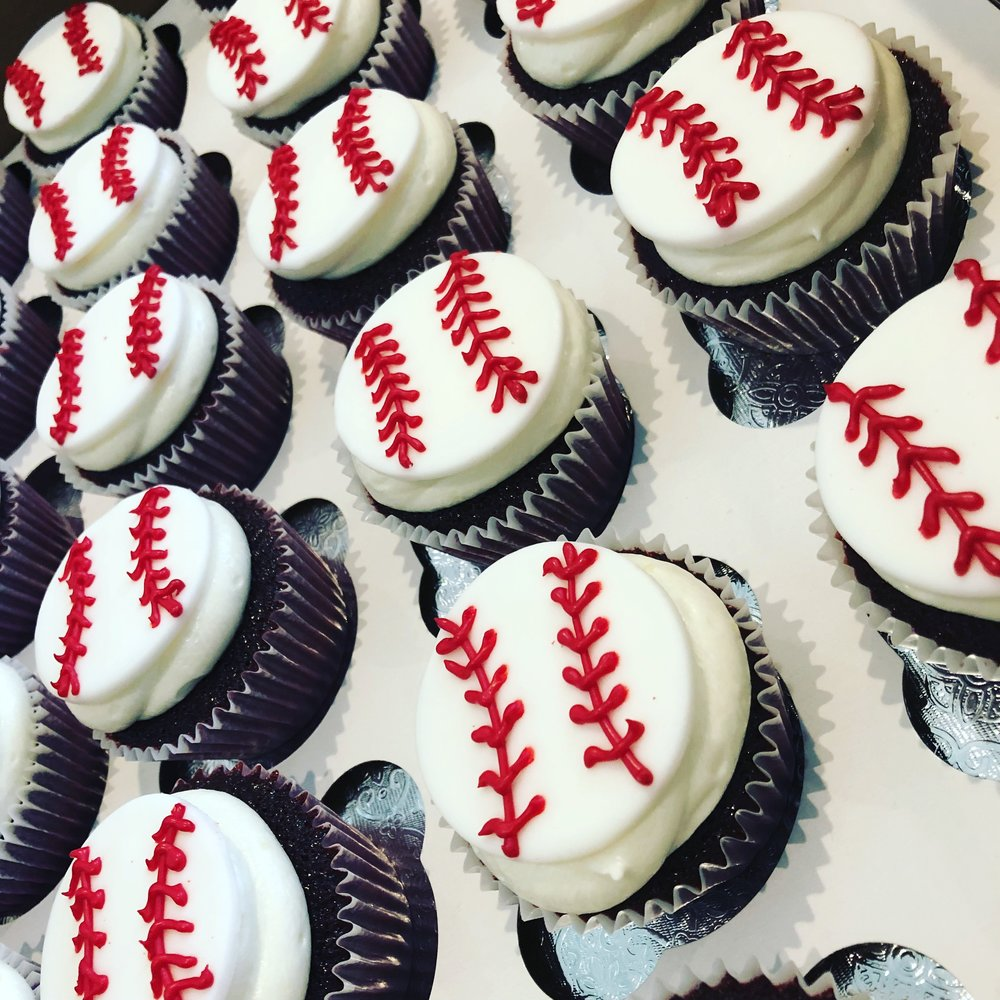 Baseball Cupcakes .JPG