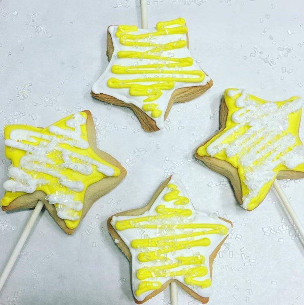 Star Sugar cookies on a stick.jpg