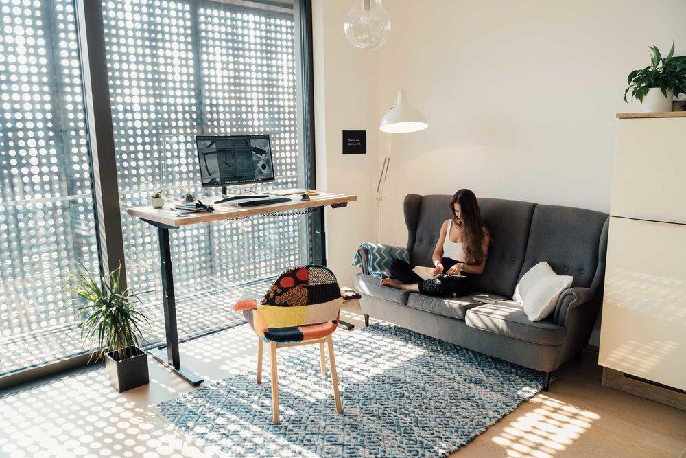 Dvižna pisalna miza - doma