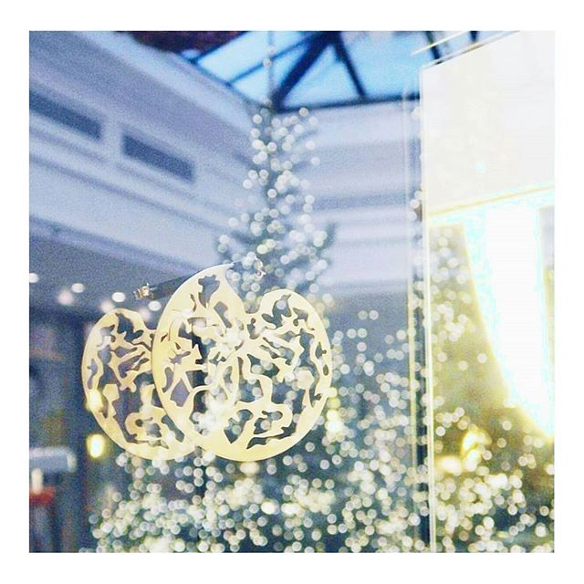 Sweet and fairy✨ Kajika wish you a mery Christmas 🥂 ˙ ˙  #joyeuxnoel #merychristmas #feliznavidad #noel2018 #artandjewels #luxe #earrings #bouclesdoreilles #kajikajewelry #noelaparis #luxeparisien #sapindenoel #lumieredenoel #christmaslights #reveillon #joailleriecontemporaine #contemporaryjewelry #parisianluxury #christmasfairy
