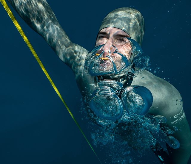 Did you ever wonder whats with all the bubbles? So, any gas volumes being exposed to increased pressure tend to compress. That's why we need to equalize our ears when we dive for example. But, also they get bigger as the pressure gets smaller. This is why when you SCUBA, it's not allowed to take a breath and hold it while you go up. You can literally burst your lungs. In freediving its ok, because what you took with you, you're bringing back, even a bit less, because you use some of the O2 volume. Freediving is much more natural and very safe when you learn how to do it actually. Never the less, you see freedivers dumping air before surface. There can be several reasons, here is 2: if you come up with empty lungs you're gonna inhale fresh air faster and more instinctively (it happens that due to dive response shut down and hypoxia on extreme dives people forget to inhale:), second is that in extreme depth with the build up of negative pressure our lungs get a bit swollen and getting some air out makes exiting safer and more comfortable. One of the things I try to do is not to exhale, but to let air passively go out as the air volume gets bigger on surfacing. Just a bit of trivia, for more details, drills, theory and info, best thing to do is getting yourself to a freediving course:) . . . . . . . . . . . . . #bestfreedivegear #xpnworld #underwater #marnaut #angelsofthesea #freedive #molchanovs #freedivingphotography #deeperblue #uwphotography @diveeasy #deepbluesea #underwaterphotography #oceanlife #oceanperspectives #differentperspectives #oceanimagery #freedivingart #madeofocean #freediverlife #xpncroatia #turningthetide #saltnomads #discoverocean #roamtheoceans #bluuespace #divingpassport #prirodnoja  #SandFworld @deeperbluegram