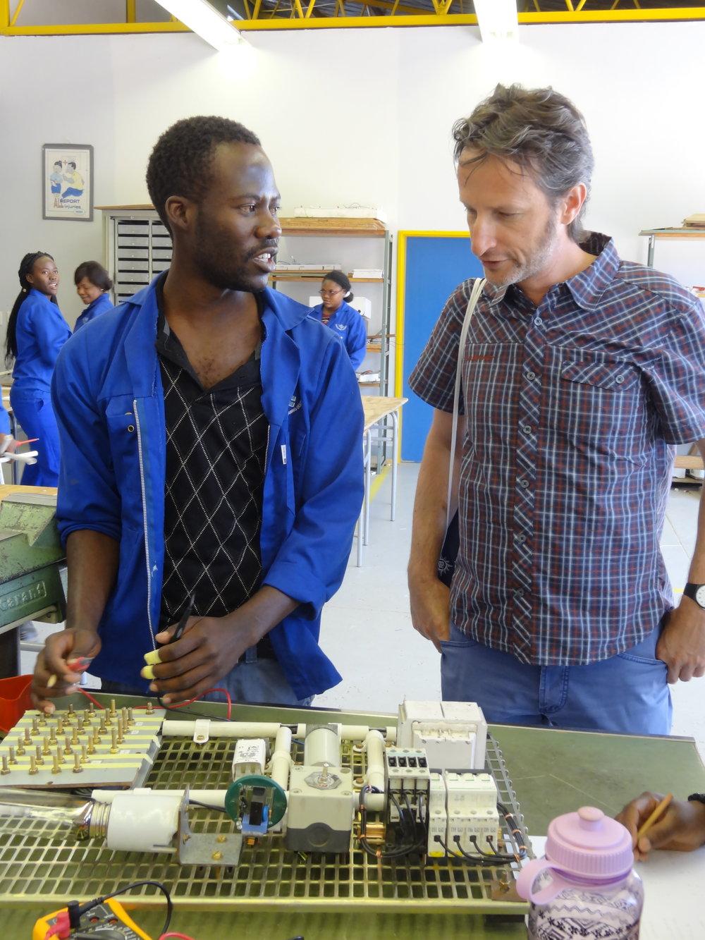 Ausbildungszentrum VTC Windhoek, Elektroabteilung, Instruktor und Patrick Zeiger.JPG