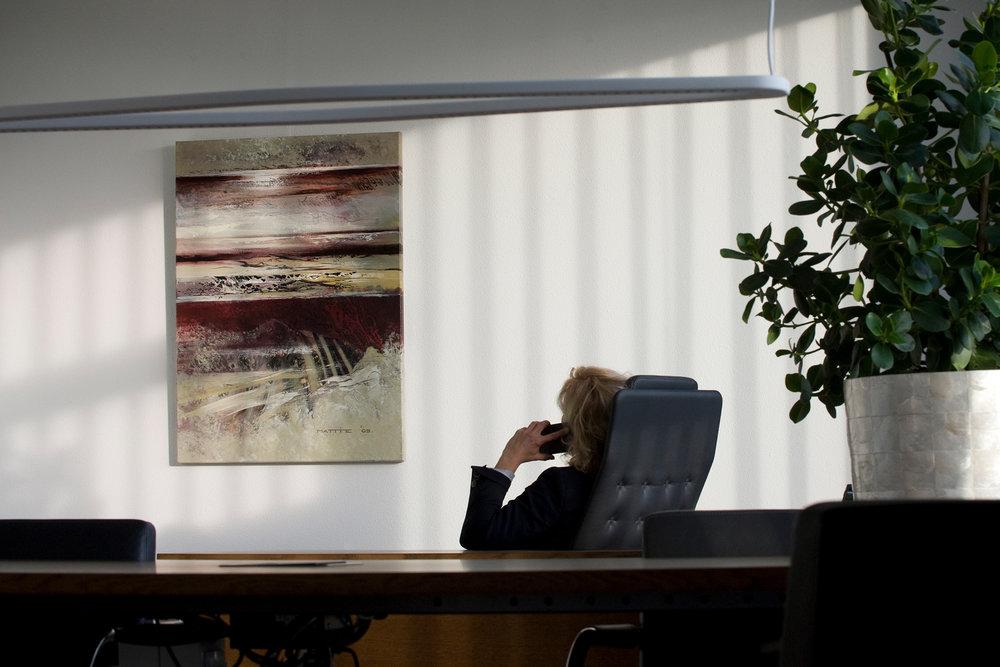 Wat kunst voor jou kan betekenen? - Eén van onze adviseurs laat het je graag zien in een gratis kennismakingsgesprek. Hierin krijg je een goed beeld van de waarde van kunst voor jouw organisatie (en die berekenen we ook graag voor je).