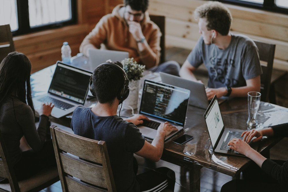 Start-up - Nous vous accompagnons lors d'ateliers pour rédiger ensemble la stratégie qui développera votre business à l'aide des réseaux sociaux.