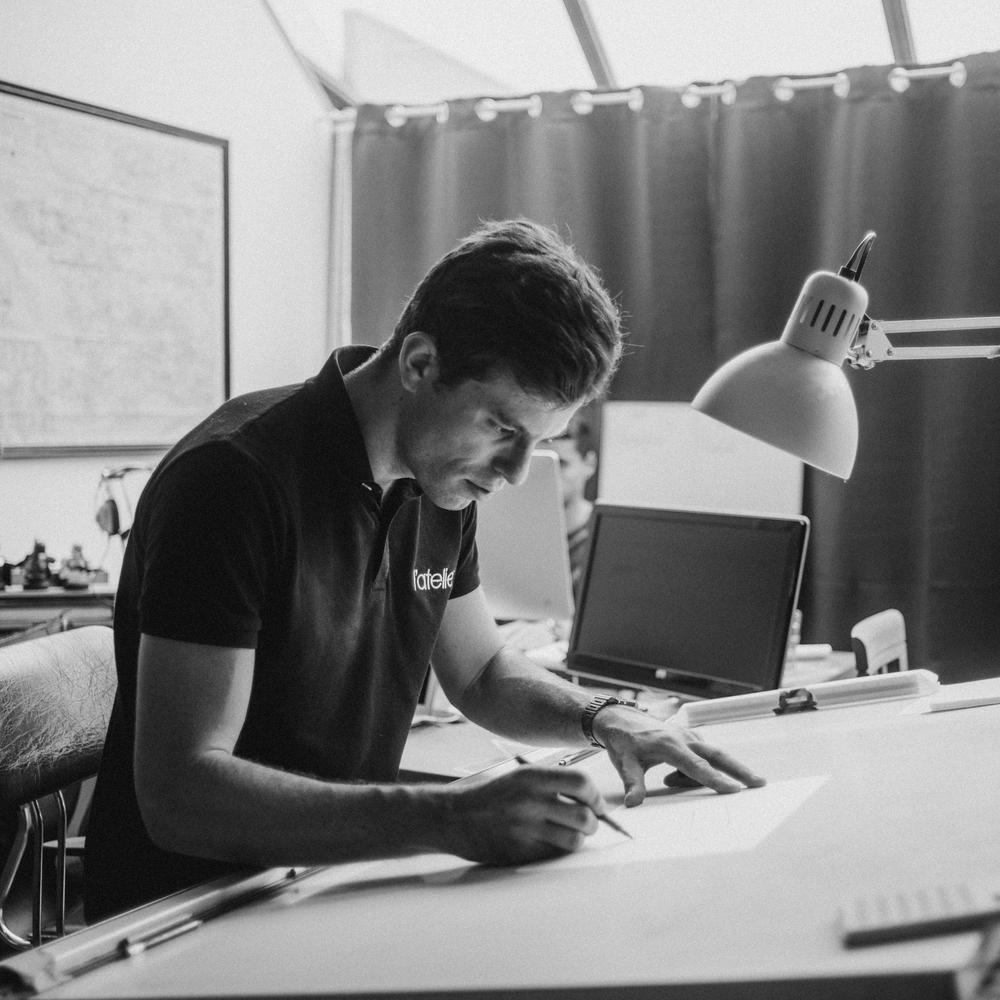 """Albin Levavaseur - L'atelier - """"Avant de rencontrer l'équipe de Tire-fesses, je n'étais pas conscient du potentiel des réseaux sociaux pour développer mon business. Aujourd'hui, je suis autonome et je prends du plaisir à développer ma communauté. """""""
