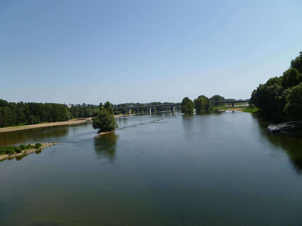 Tours Loire Valley Bridge.jpg
