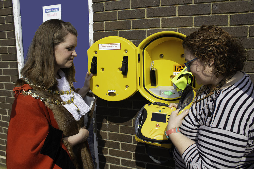 The Mayor being shown the new Defibrillator