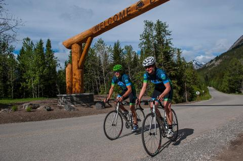 Banff_Cycle_5525_med (1).jpg