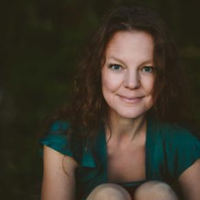 Elin TeilusSinger & Songwriter -