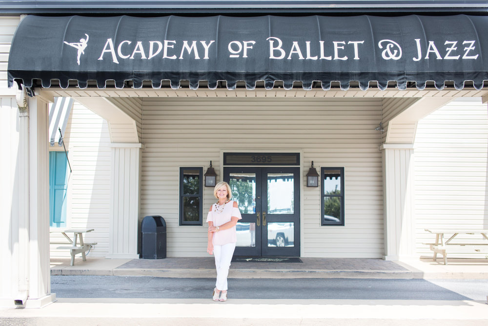 Welcome to ABJ - The Academy of Ballet & Jazz has achieved recognition as the leading dance training facility in West Alabama since its founding in 1977 by Susu Hale Prout.Through our progressive programs, professional faculty and spacious state-of-the-art facility, students of all ages have the opportunity to strengthen their bodies and minds as they grow to love the art of dance!Learn more ➝