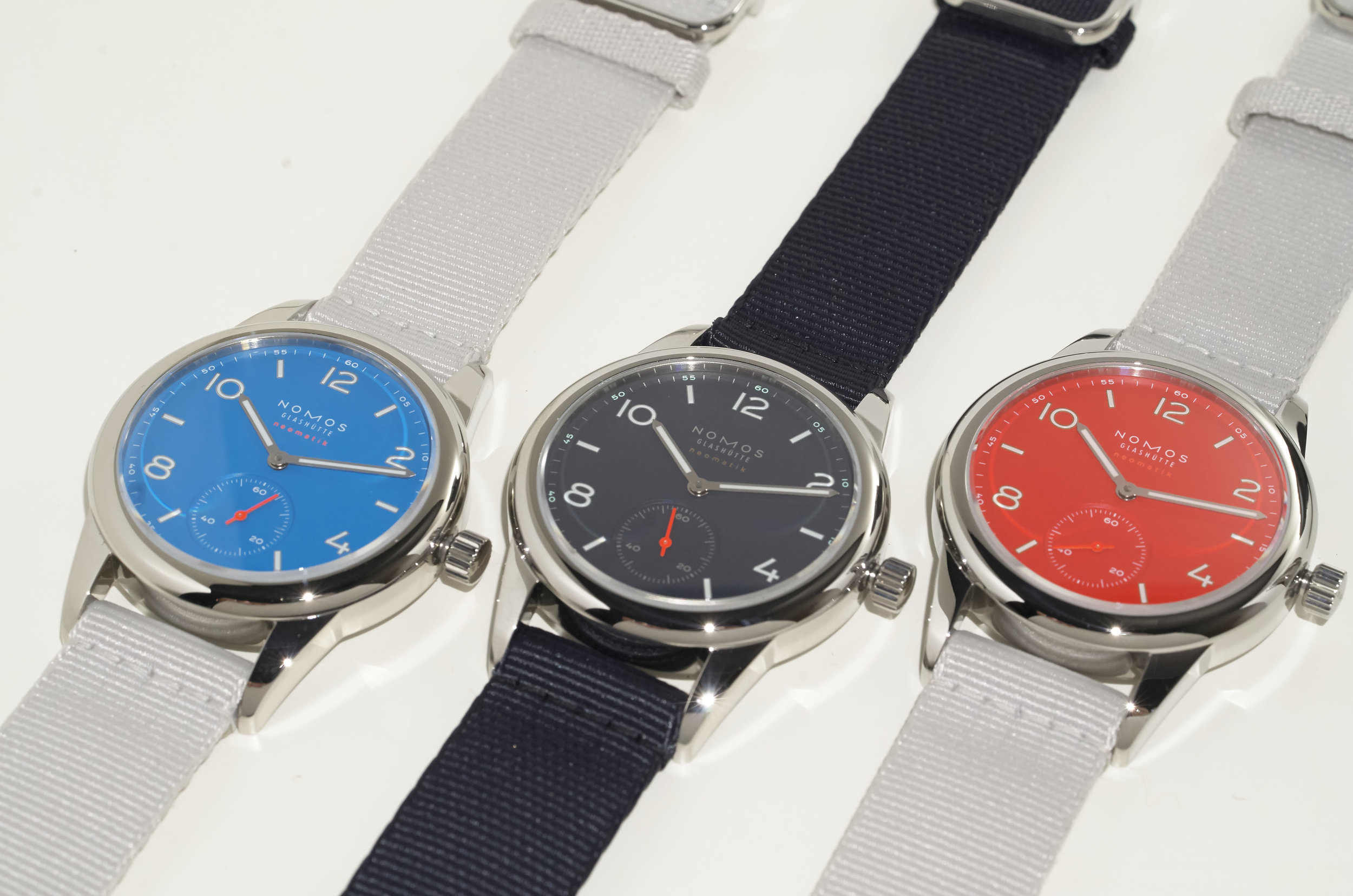 Nomos Club Neomatik in signalblau, Atlantik, and signalrot