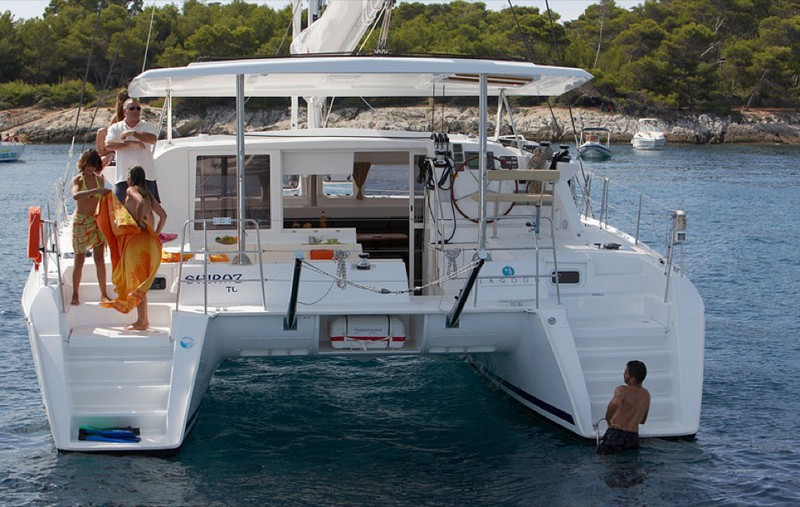 00006-lagoon420-sailboat-charter-greece.jpg