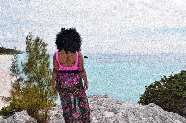 where to next? 👀 #XoShavon • • • • • #travel #blackgirlstraveltoo #blacktravel #bermuda #gotobermuda #beachbae #wishyouwerehere #travelblog #lifestyleblog #passportvalid #happysunday #reflection #motivation #selflove #selfcare