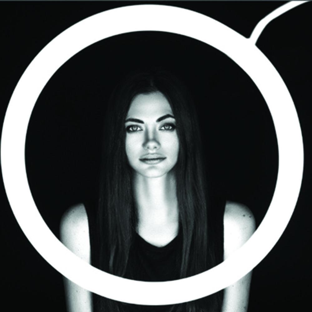 Salud a los novios - Graba los saludos y saluds de todos tus amigos y familiares con un GIF animado en este totem minimalista.$50.000