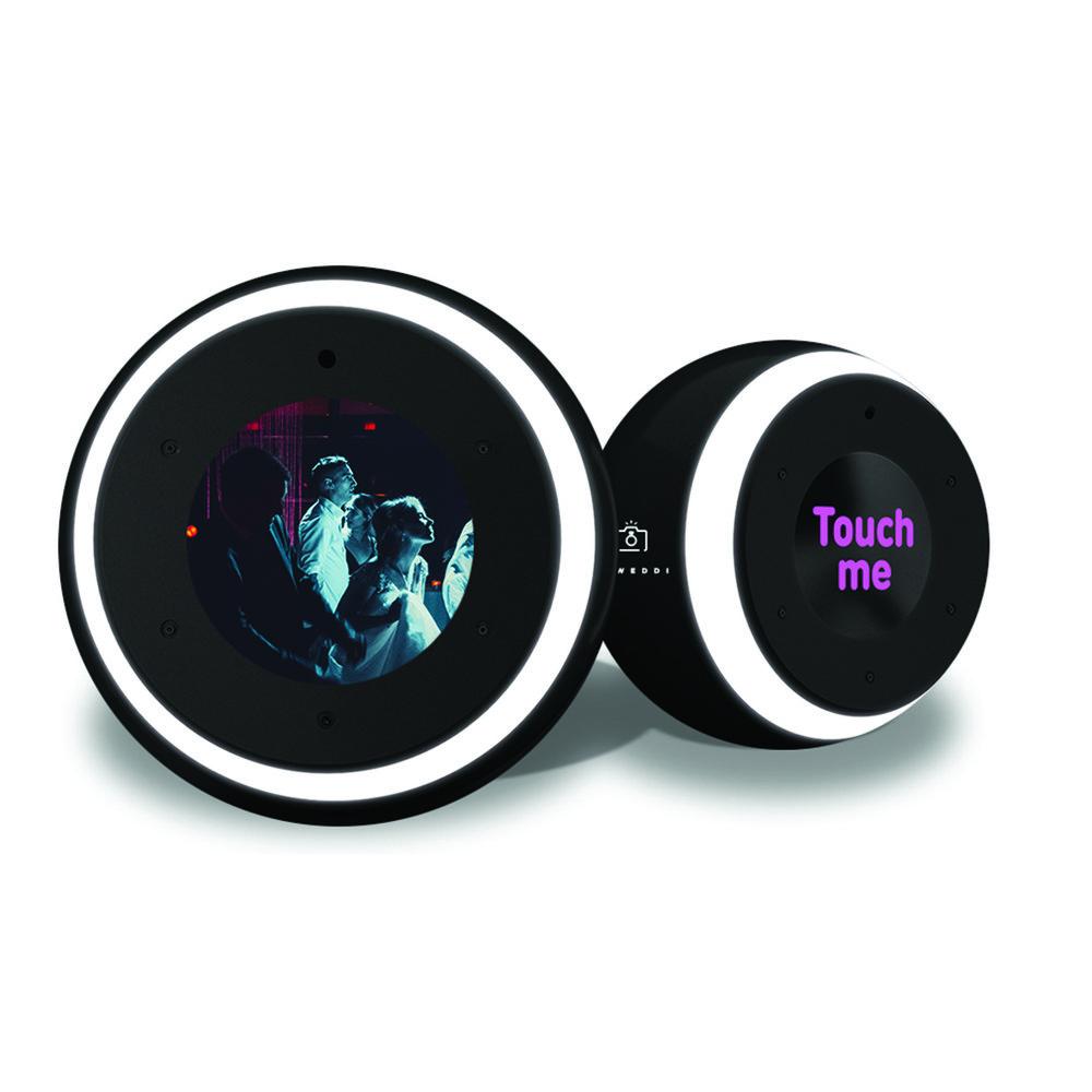 Disco Ball - Que los saludos y el brindis corra hasta la pista de baile. Graba estos saludos durante los mejores dance moves.$100.000