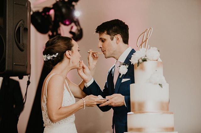#TipfulTuesday Discuss with your significant other BEFORE your wedding as to whether you will be feeding each other cake or smashing it into each others faces! It's always better to go over this detail so you don't have any big surprises on the wedding day. | 📷 @kaitwinston | #elevateyourday . . .  @sugarandsaltrva @blackcreekflowers #richmondwedding #Richmondweddings #RVAwedding #Richmondweddingplanner #RVAweddingplanner #wedding #southernwedding #Virginiawedding #Virginiaweddingplanner #vawedding #vaweddingplanner