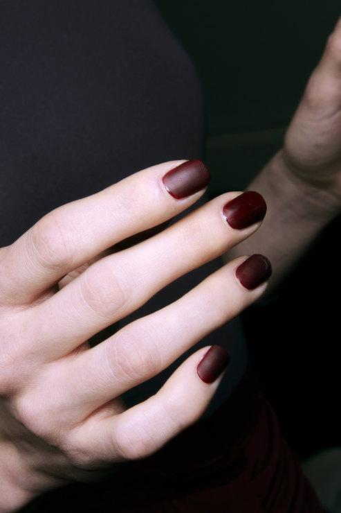 Costella-Tagliapietra-Dark-shades-manicure-Fall-2014-Winter-2015