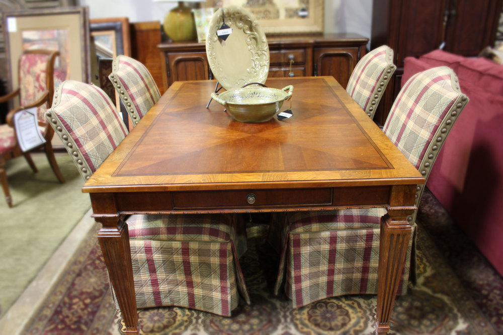 Ethan Allen Cherry Inlaid Dining Table with 2 Leaves & Ethan Allen Set of 4 Plaid Parsons Chairs