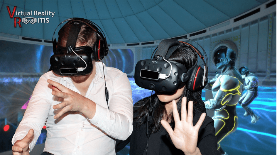 Spark_Dates_VR_COUPLE.png