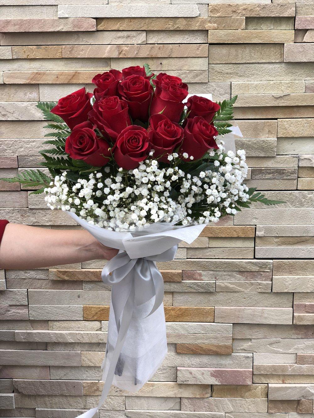 Dozen roses bouquet arrangement -