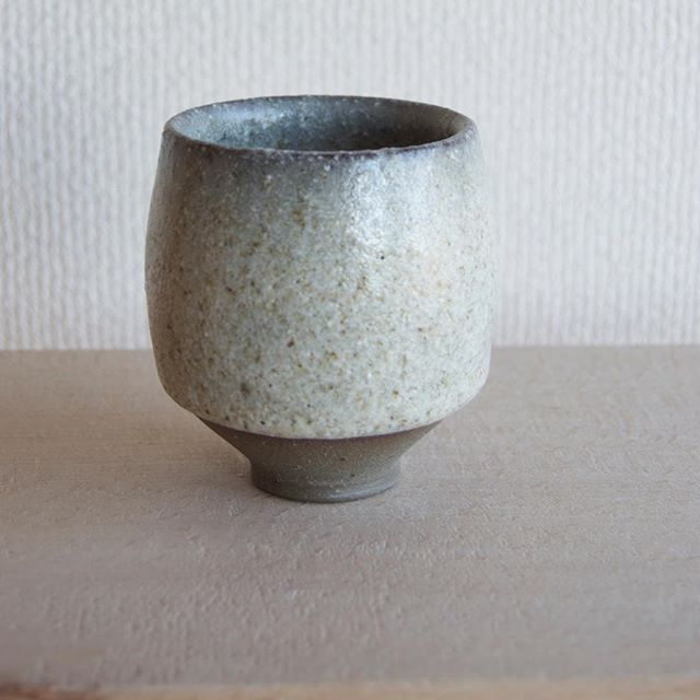 As my glaze resources in Japan felt somewhat limited I relied heavily on finding a glaze I liked and switching my clay body to produce different results. ———————————————————————— #conesix #ceramics #pottery #Japan #clay #minimalism