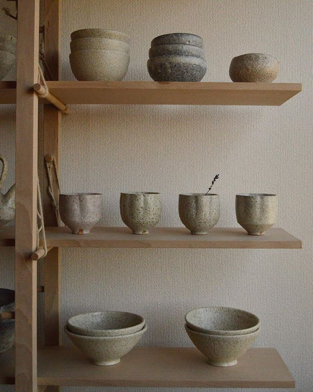 Another close up of the shelves and ceramics I made in Japan. I will forever be grateful for my time in a Japan. I have never met a whole country that is so dedicated to doing everything to their best. I love the attention to detail in everyday life and the pride that is shown in all their work. So much inspiration came from the way two worlds interact here. There is deep respect for nature and so much technology. I fear, that this balance is a delicate and that technology will take over before too many generations pass. ———————————————————————— #woodwork #ceramicware #handcrafted #handmade #Japan