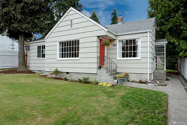 Buying: 15633 9th Ave SW, Burien | List Price: $329,900 | Sold Price: $362,000