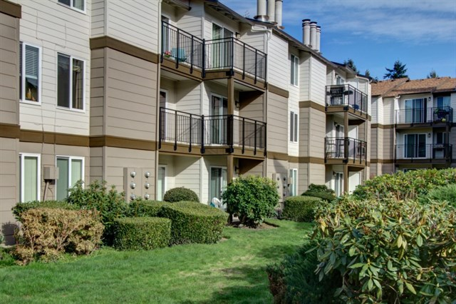 Buying: 12623 NE 130th Way #B203, Kirkland | List Price: $140,000 | Sold Price: $140,000