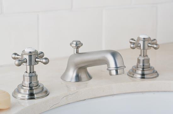 Satin nickel lavatory faucet