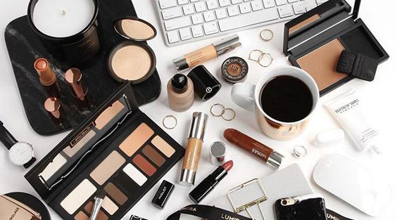 Consult a Makeup Artist - Book an online consultation with top notch makeup artists.