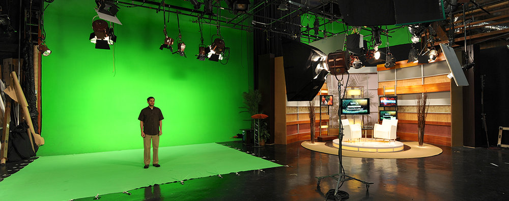 StudioAgreenscreen-set2.jpg