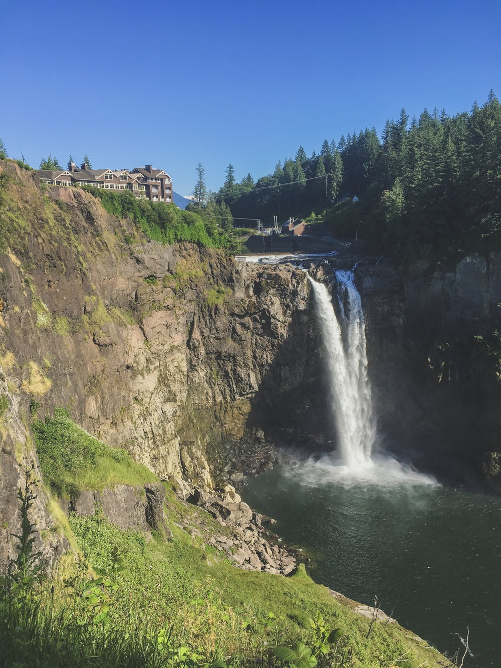 - As I passed through Washington, I made a stop at Snoqualmie Falls and the Salish Lodge. Gotta do all the touristy things too.