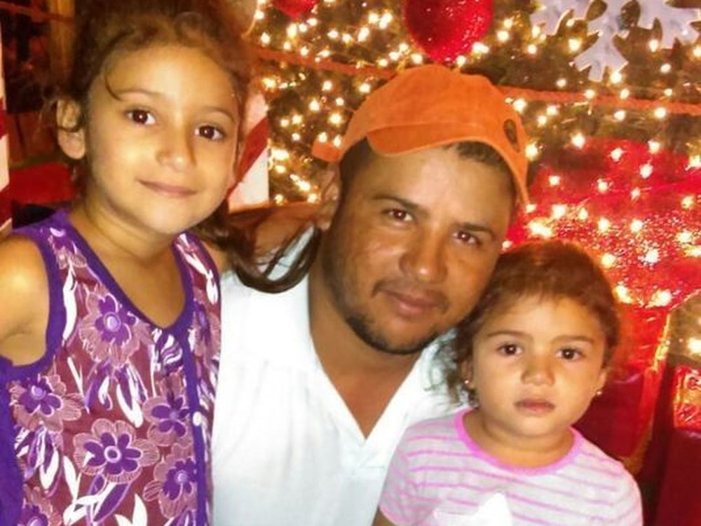 Hector Tejada with daughters Cecia (left) and Serli in an undated photo. (Courtesy of Ricardo de Anda /)