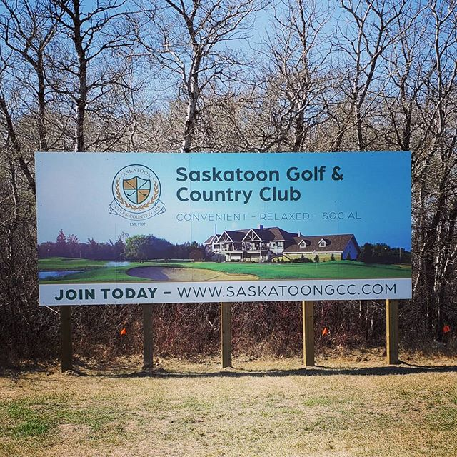 Spring has sprung, golf courses are open and billboards are going up!  Billboards are a great way to catch the eye of anyone driving by.  Who else is excited to get back out on the course, we sure are! 🏌️‍♀️🏌️‍♂️ #yxesigns #billboards #yxe